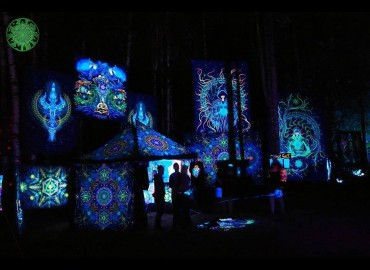 Types of blacklight backdrops, and also a way of their illumination