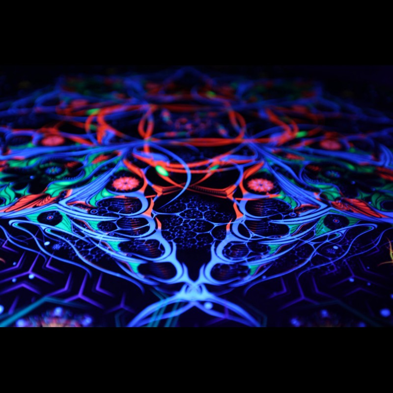 "Psychedelic glow in the dark meditation tapestry ""Stingray"""